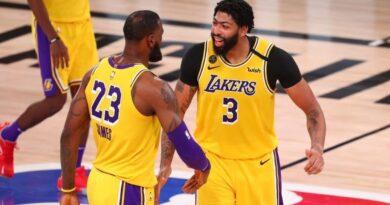 Los Lakers se quedaron con el primer juego