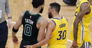 Jayson Tatum (Boston Celtics) y Stephen Curry (Golden State Warriors)