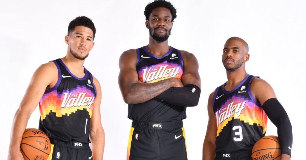 Devin Booker, Deandre Ayton y Chris Paul, el trío de Phoenix esta temporada / Foto vía Twitter