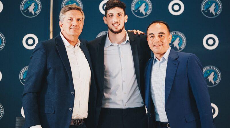 Leandro Bolmaro fue presentado como nuevo jugador de Timberwolves